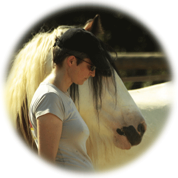 claire-morin2-equitation-relationnelle-developpement-personnel-cheval.png
